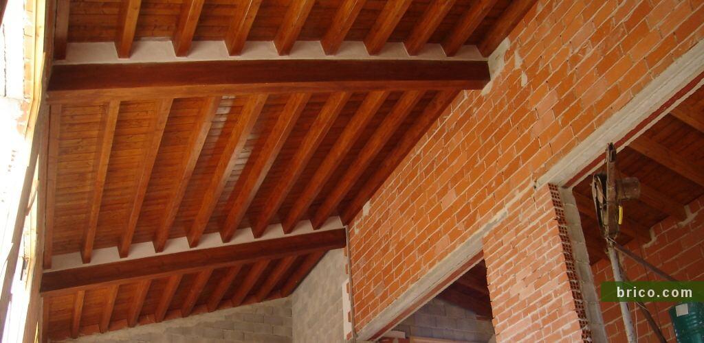 Tejado de madera en obra nueva