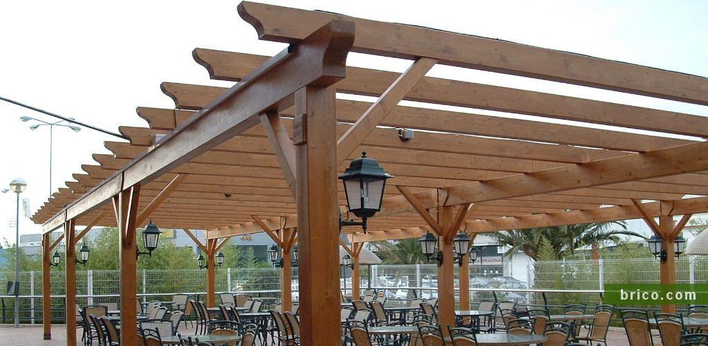 Pergola independiente de madera para restaurante