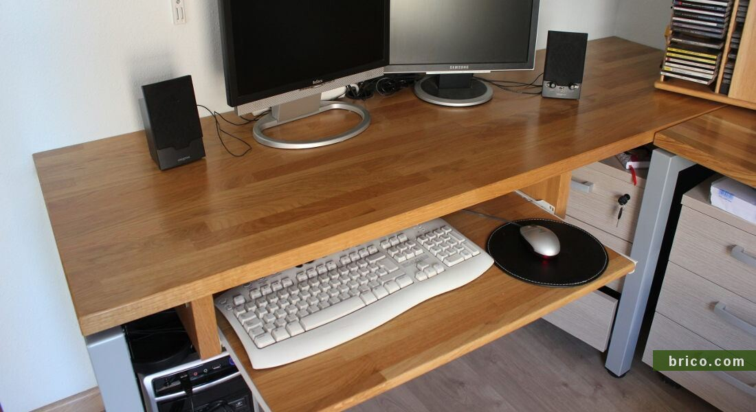 Mesa de ordenador de tablero alistonado