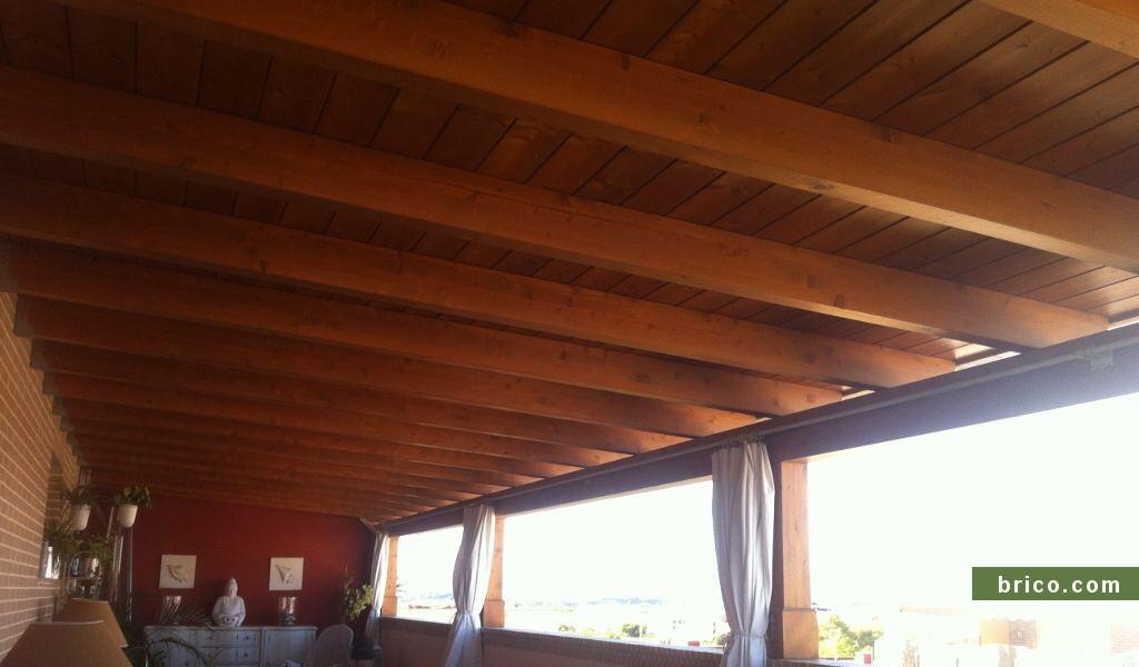Pergola de madera en atico