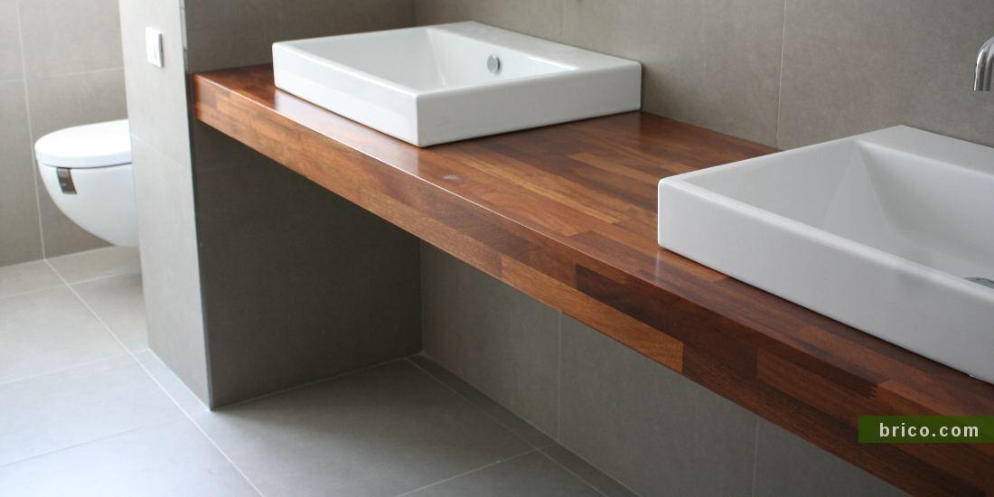 Encimera de madera de iroko en baño
