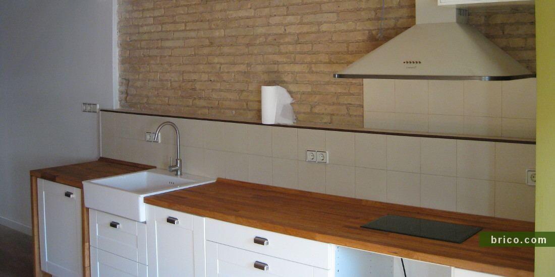 Encimera de madera en cocina