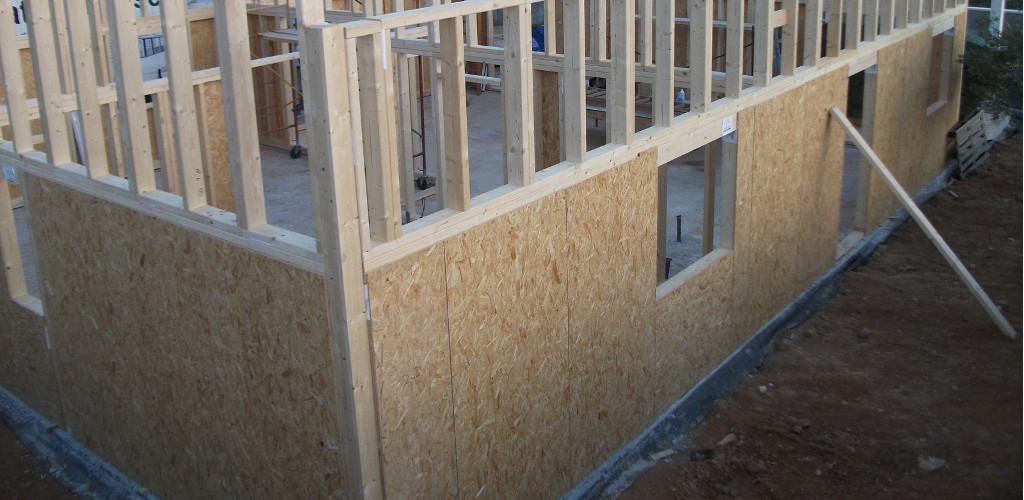 Construccion de la estructura de una casa de madera