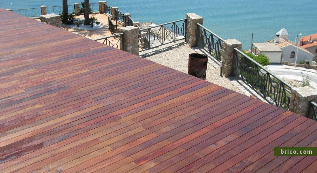 Terraza de ipe junto al mar