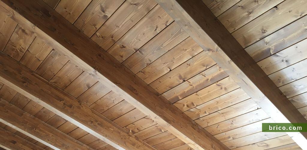 Detalle acabado vigas y tarima de madera
