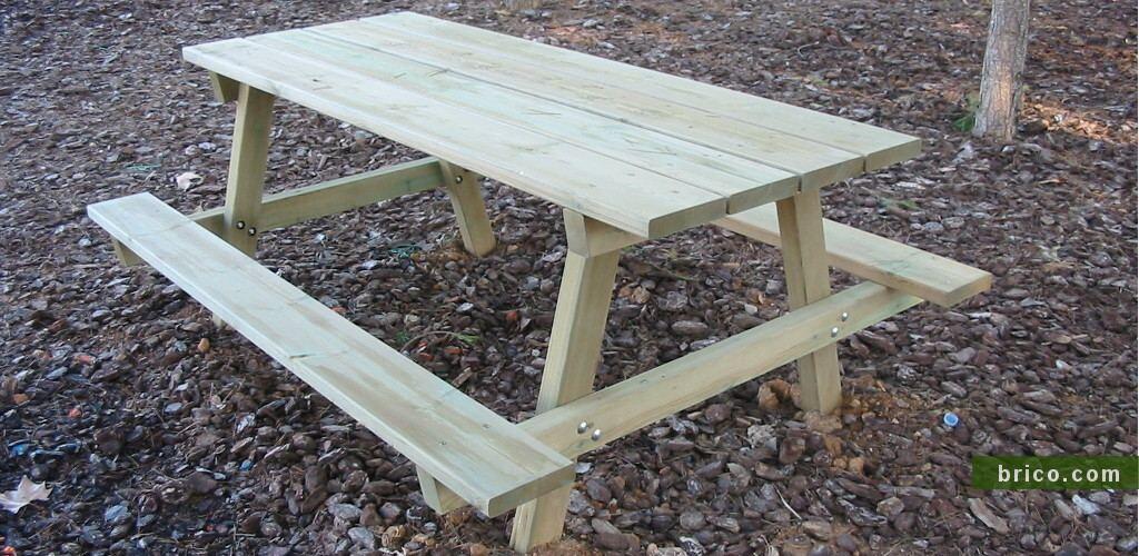 Mesa picnic con vigas tratadas en atoclave