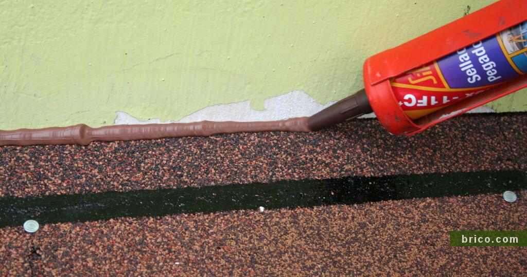 Sellado de la uniñon pared-tegola con sikaflex
